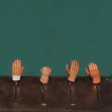 wte-hands-up-carre